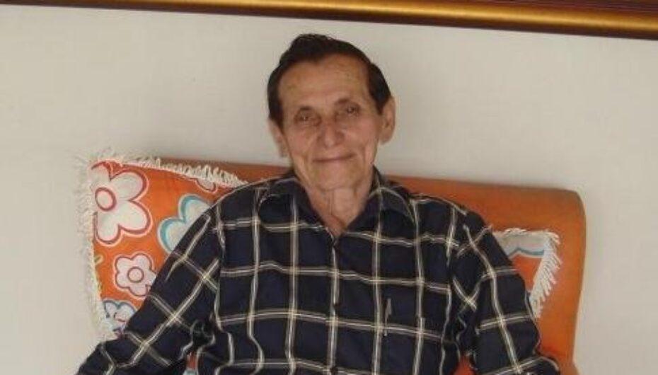 Corpo de ex-deputado Manoel Pereira Filho é sepultado em Arapiraca sob forte comoção