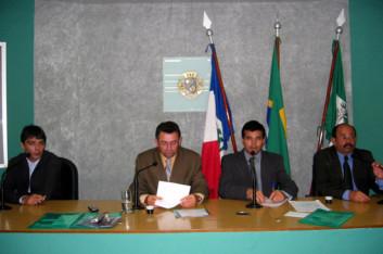 Câmara de Arapiraca recebe coordenador da ONG Candeeiro Aceso (19-02-2004)