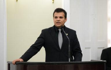 Ricardo convoca deputados a aderirem à Campanha do Laço Branco