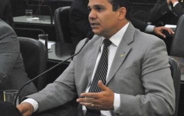 PECs aguardam emendas nas comissões