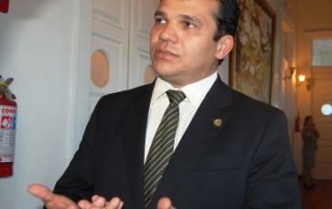 Deputado critica 'agressões' ocorridas durante protesto