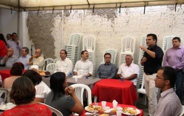 Deputado aproveita presença de Renan Filho em Arapiraca para cobrar instalação de IC na cidade