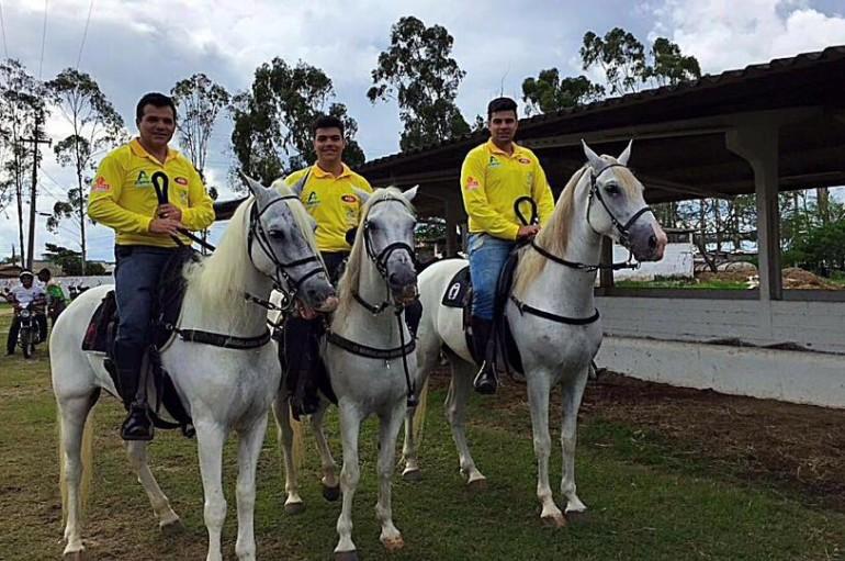 Cavalgada de Nossa Senhora do Bom Conselho encerra as festividades e levam milhares de fies às ruas de Arapiraca