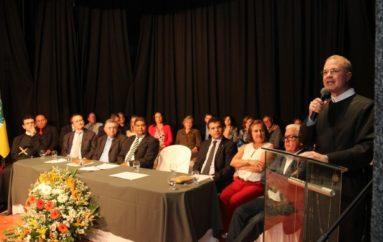 Prefeitura e Câmara destacam trabalho do padre Eugênio
