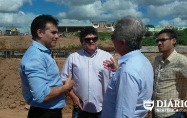 Deputado Ricardo Nezinho e vice- prefeito visitam obras da AL-110 em Arapiraca