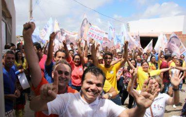 Caminhada de Ricardo Nezinho no Conjunto Nossa Senhora Aparecida empolga moradores