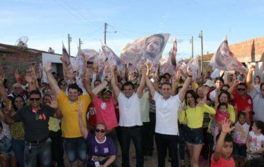 Moradores do Residencial Agreste abraçam Ricardo Nezinho e Yale