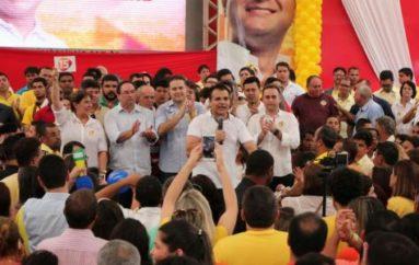 Multidão abraça candidatura de Ricardo Nezinho