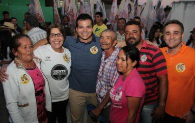 Ricardo Nezinho é recebido com festa pelos moradores de Riacho Seco