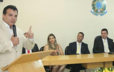Ricardo Nezinho percorre municípios e prestigia posse de quatro prefeitos