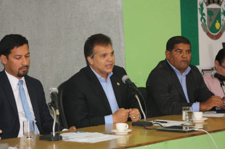Ricardo Nezinho participa de audiência para debater abastecimento em Arapiraca