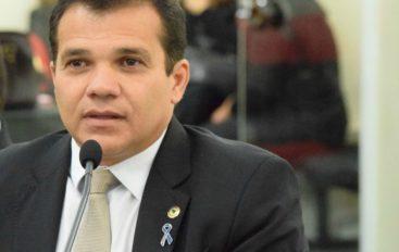 Deputado Ricardo Nezinho compara realidade da Educação em Alagoas