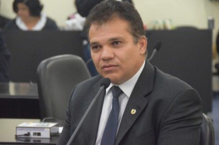 Nezinho critica instalação de novos redutores de velocidade pela Prefeitura de Maceió