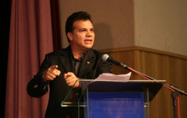 Deputado Ricardo Nezinho participa de audiência pública para discutir o transporte escolar de universitários