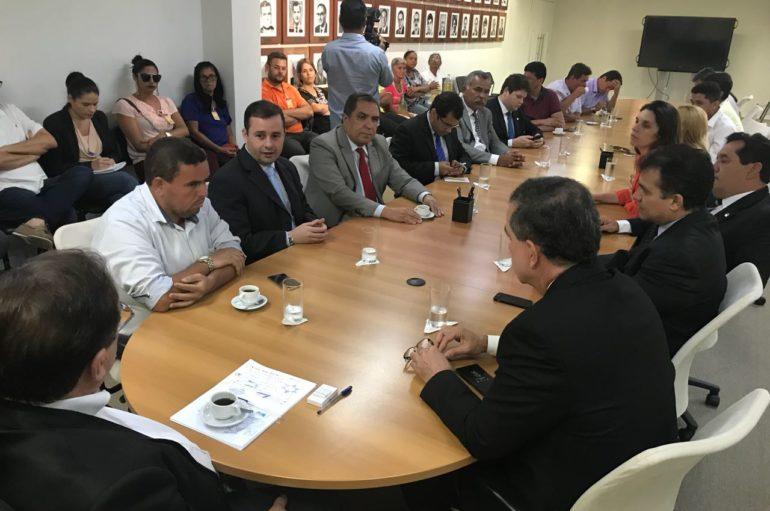 Deputados e vereadores buscam solução para desabastecimento d'água em Piaçabuçu