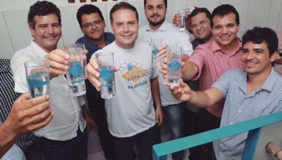 Governo do Estado leva água potável a dois povoados de Coité do Nóia