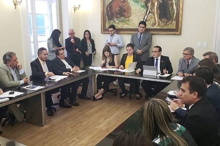 Com Ricardo Nezinho, presidente da Casal anuncia R$ 12 milhões para rede em Arapiraca