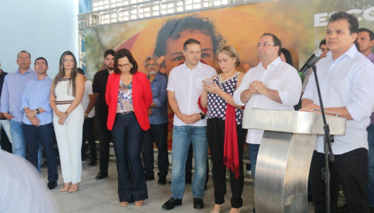 Governador entrega escola e anuncia mais investimentos para Arapiraca