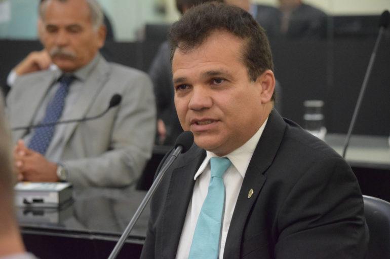 Combate às drogas: lei de Ricardo Nezinho é sancionada pelo governador Renan Filho