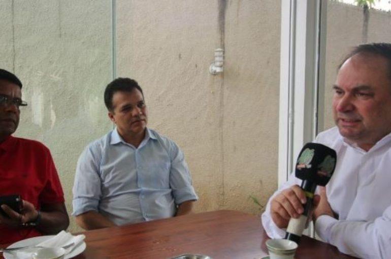 Barbosa e Nezinho articulam linhas de crédito para ambulantes