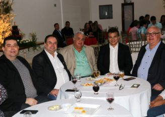Ricardo Nezinho recebe prêmio em Arapiraca
