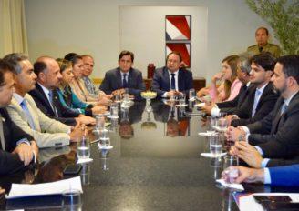 Educação estadual : deputados se reúnem com vice-governador Luciano Barbosa 1