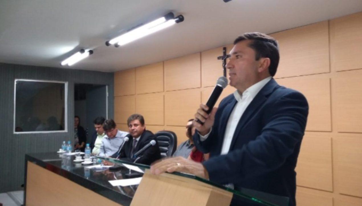 Rogério Nezinho segue tradição familiar e presidirá sessão histórica na Câmara