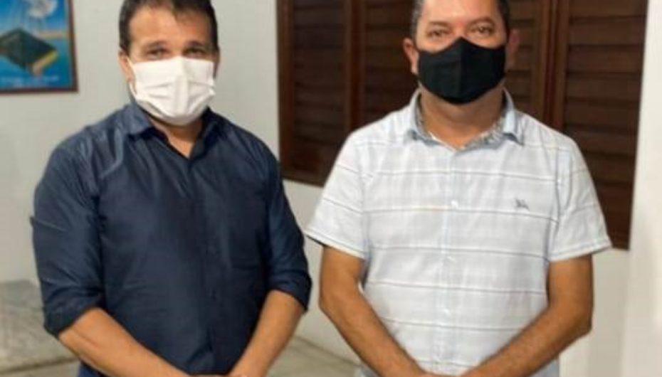 Vereador Márcio Canaã entrega ao deputado Nezinho pauta de reivindicações