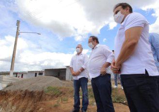 LUCIANO E RENAN ASSINAM ORDEM DE SERVIÇOS PARA INÍCIO DAS OBRAS DO CENTRO DE CONVENÇÕES DE ARAPIRACA