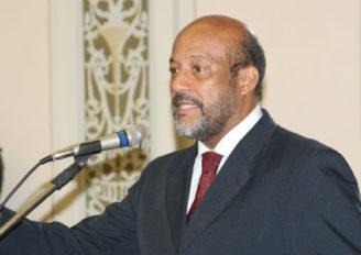 Plenário respeita um minuto de silêncio em homenagem ao ex-deputado Alberto Sextafeira